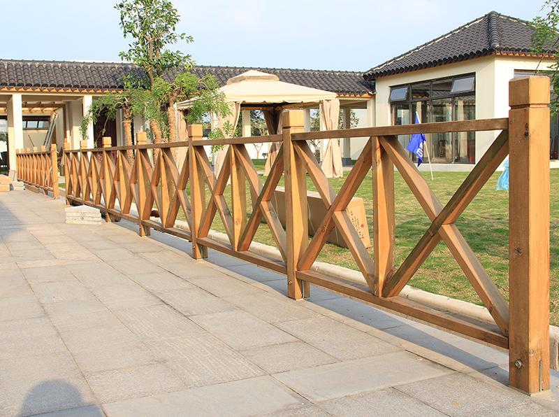 防腐木圍欄在安裝時的注意事項有哪些